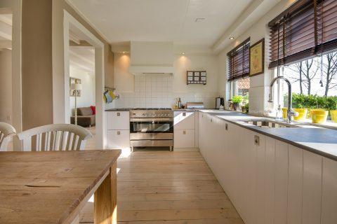 Jak wybrać tanie rzeczy do domu, które ożywią mieszkanie?